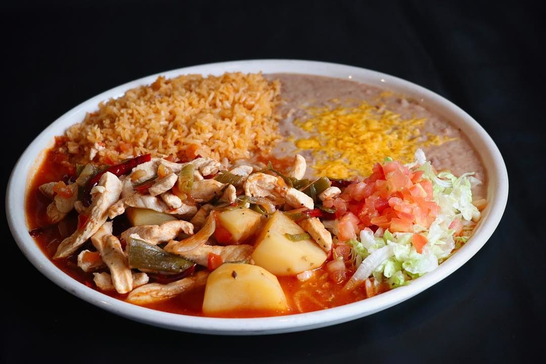 chicken arbol: Chicken breast in authentic stew of onion, tomatoes and potatoes made spicy.